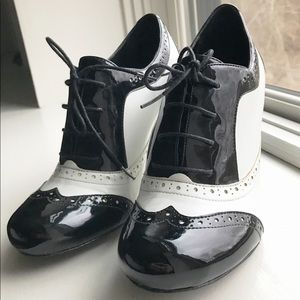 EUC Black and white Aldo oxford heels